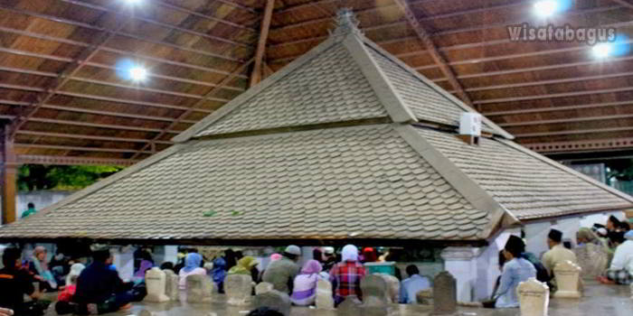 Makam-Sunan-Bonang-Sebagai-Wisata-Religi-Tuban