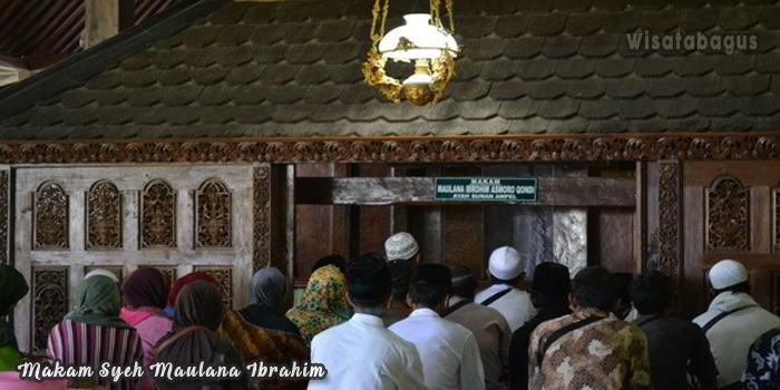 Makam-Syeh-Maulana-Ibrahim--Tempat-Wisata-Religi-Tuban