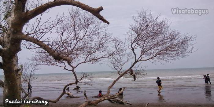 Wisata-Pantai-Cirewang-Subang