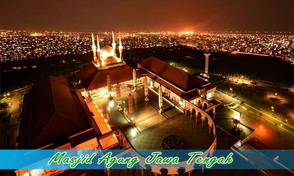 Wisata malam di masjid Agung Jawa Tengah di Semarang