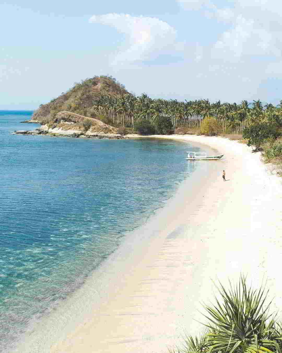 wisata-pantai-di-lombok-pantai-elak-elak