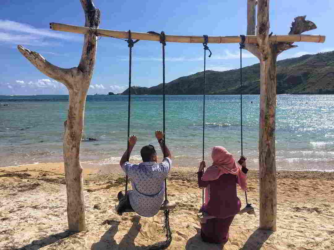 wisata-pantai-di-lombok-pantai-kuta