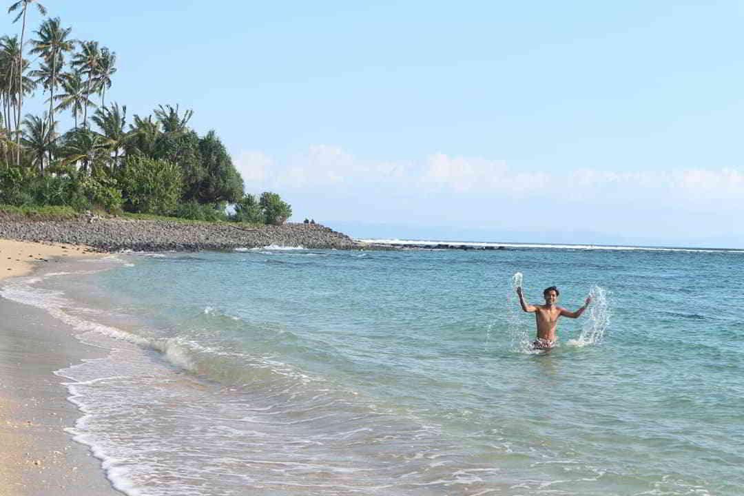 wisata-pantai-di-lombok-pantai-senggigi