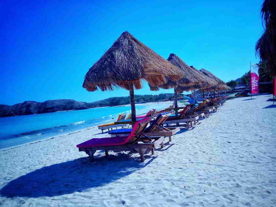 wisata-pantai-di-lombok-tanjung-aan