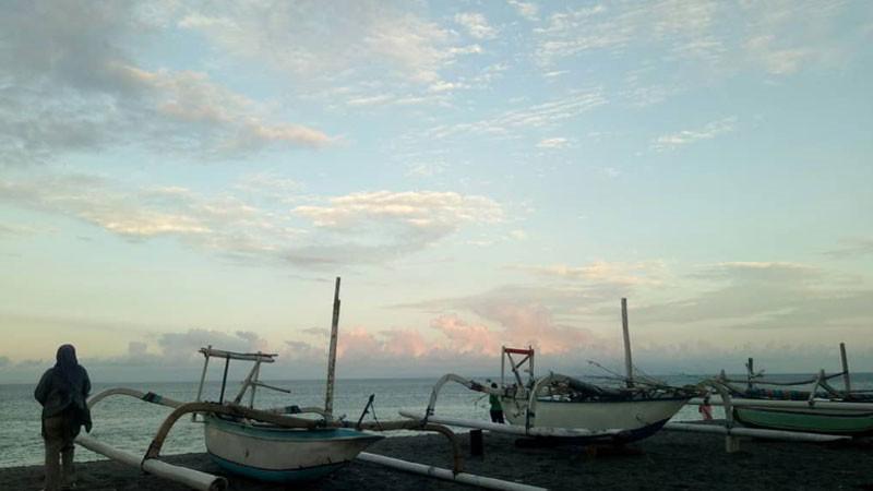 perahu-nelayan-pantai-senggigi