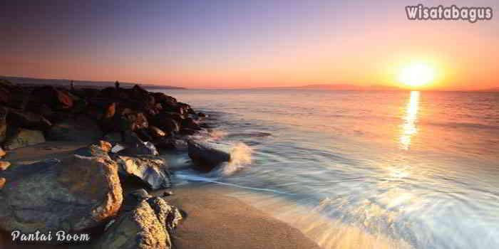 Pantai-Boom-Banyuwangi-yang-Mistis