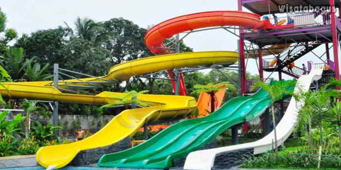 Wahana-Seluncuran-Planet-Waterboom-Subang