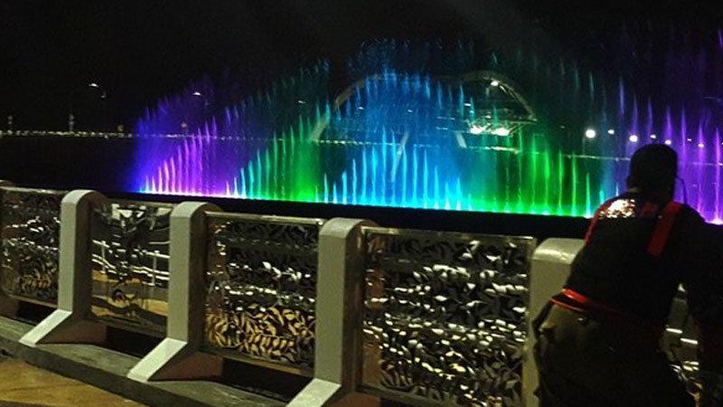 tempat-wisata-di-surabaya-air-mancur-menari