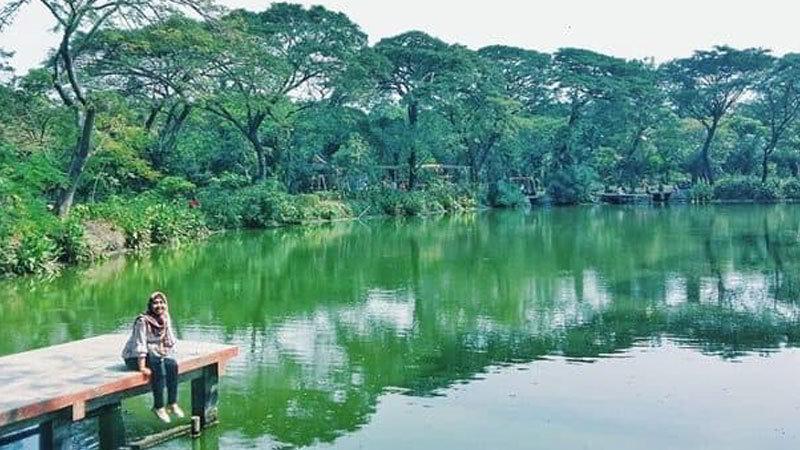 tempat-wisata-di-surabaya-hutan-bibit