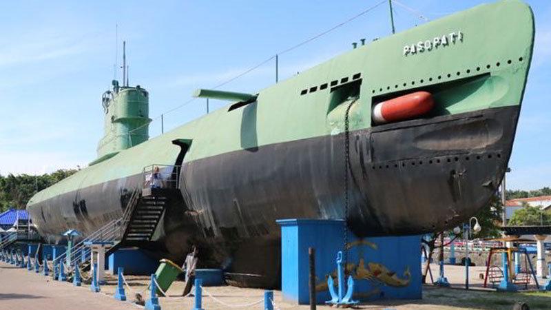 tempat-wisata-di-surabaya-monumen-kapal-selam