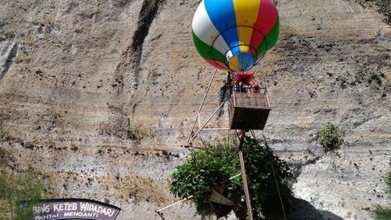 balon-udara-pantai-menganti