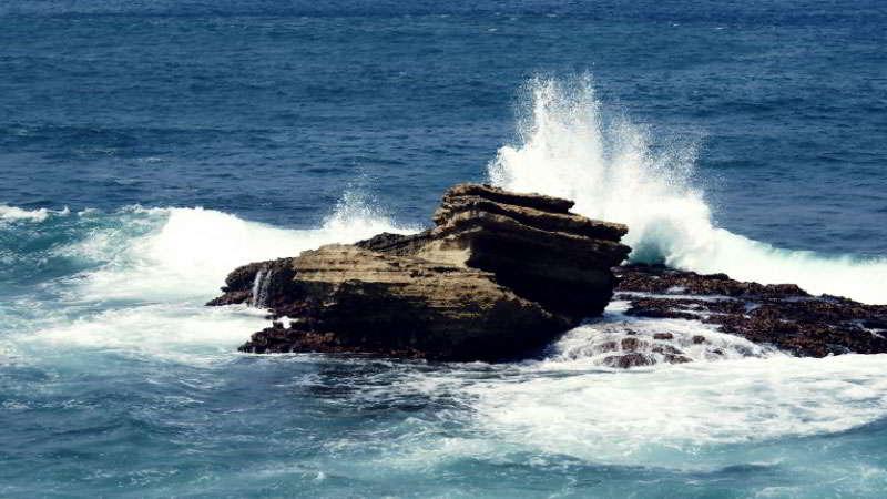 misteri-pantai-batu-hiu