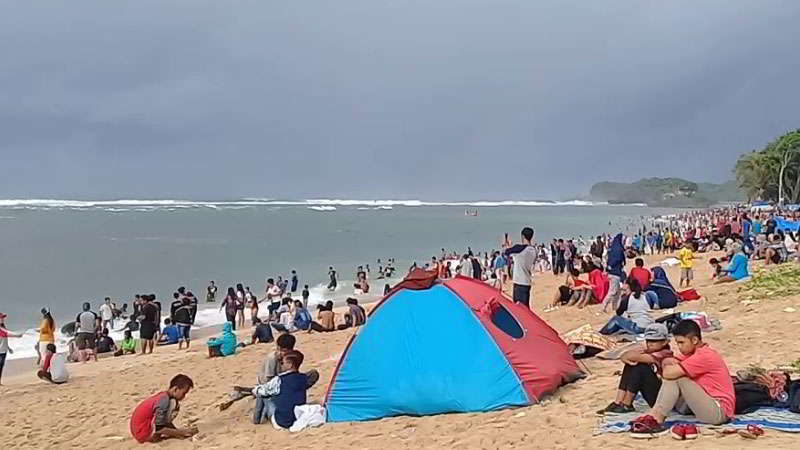 pantai-balekambang-camping