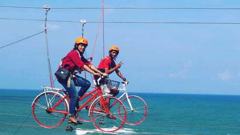 sepeda-gantung-pantai-menganti