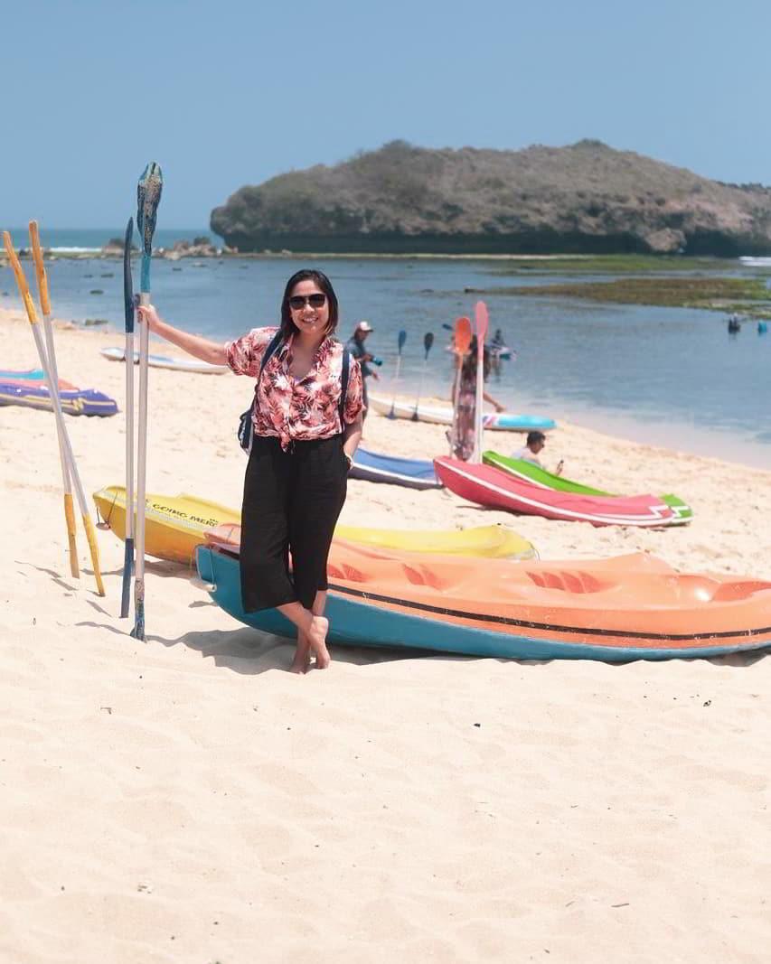 perahu-kano-pantai-sadranan