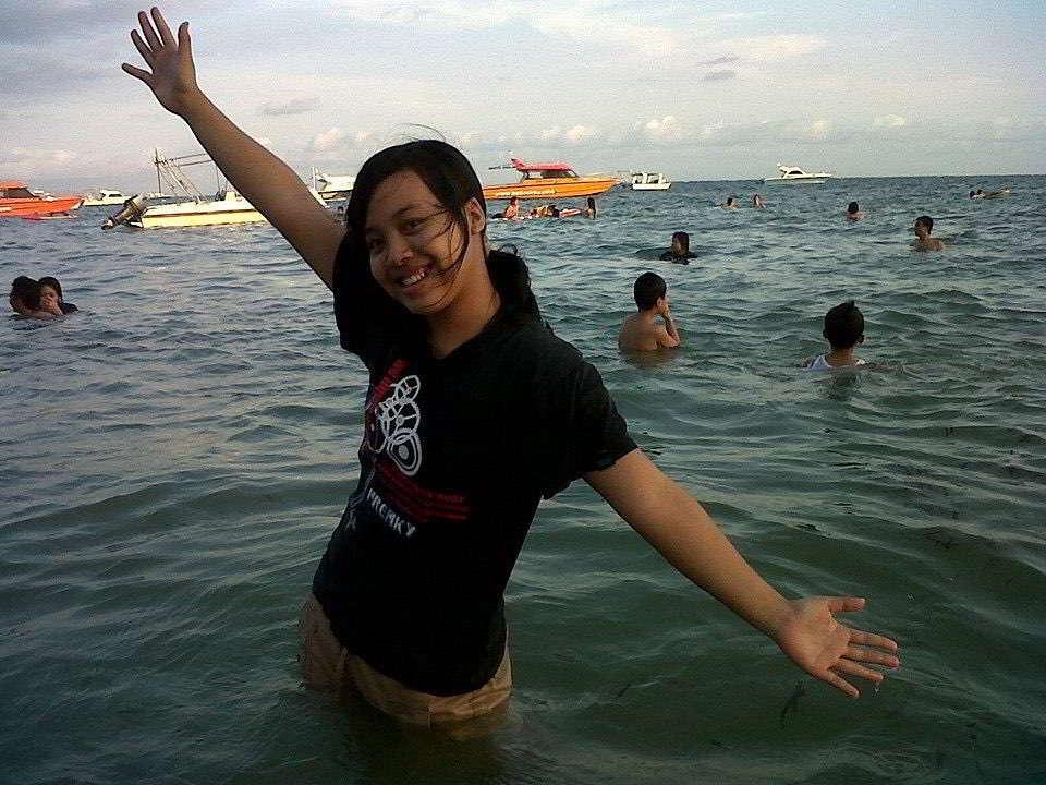 berenang-di-pantai-sanur