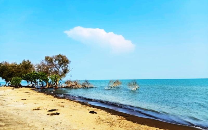 Pantai Cirewang Subang