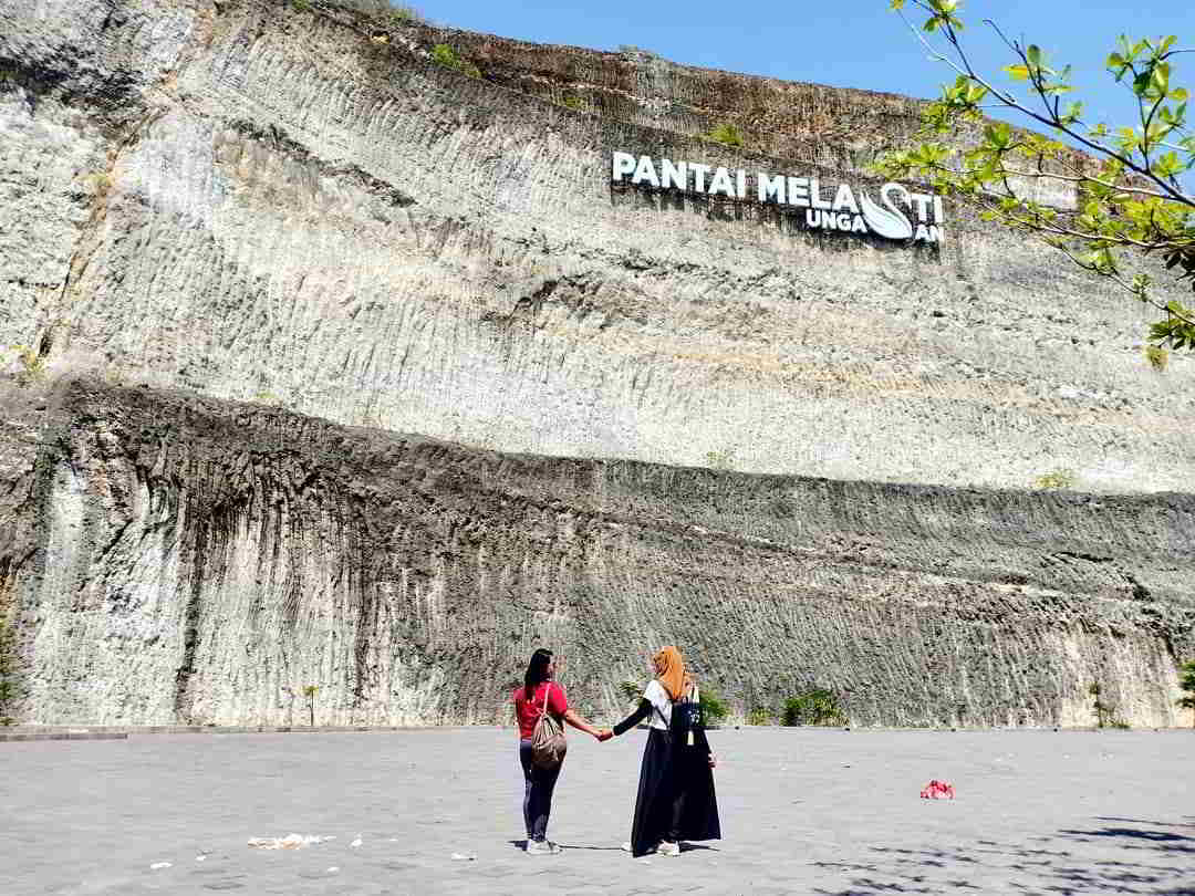 pantai-dreamland-review