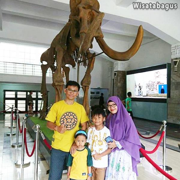 sejarah-museum-geologi-bandung