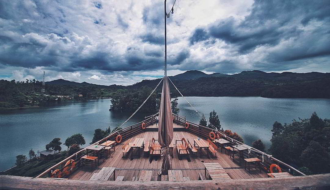 tiket-terusan-glamping-lakeside
