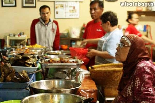 Warung Bu Eha Sebagai Wisata Kuliner Bandung