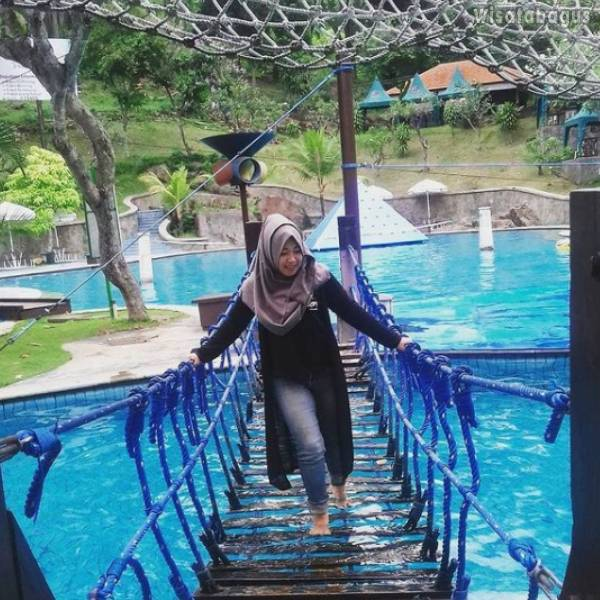 Jembatan Jaring Taman Dayu Waterpark